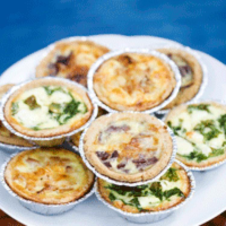 Minipajer i tre varianter – med kantareller, lök eller spenat och fetaost