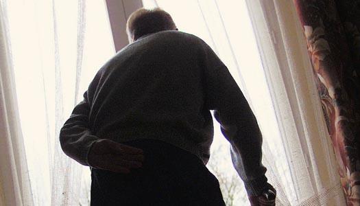 Ensamma med ångest kan tvingas att bo kvar hemma. En debattartik