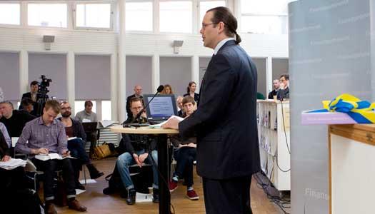 Anders Borg presentear vårpropositionen som inte innehöll några skattesänkningar för pensionärer