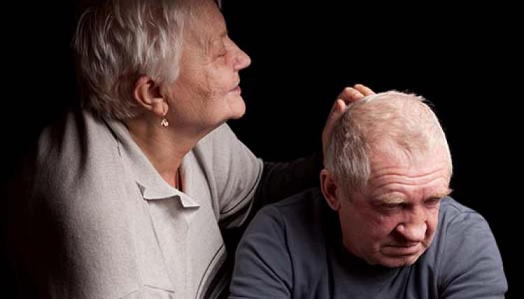 Äldre ger anhörigvård värd miljarder