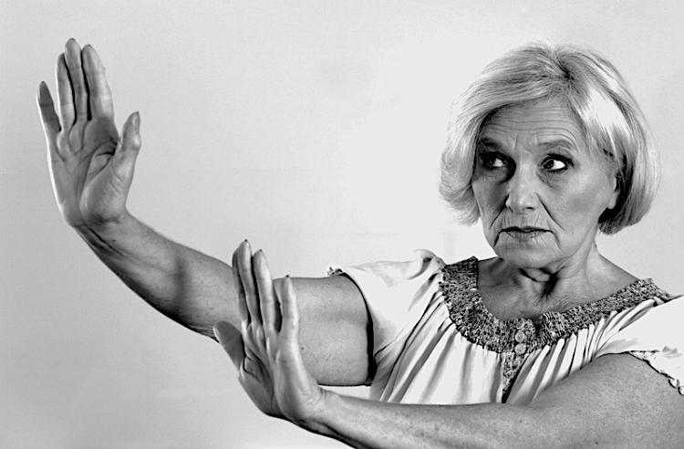 Riksdagen kräver svar om våld mot äldre kvinnor