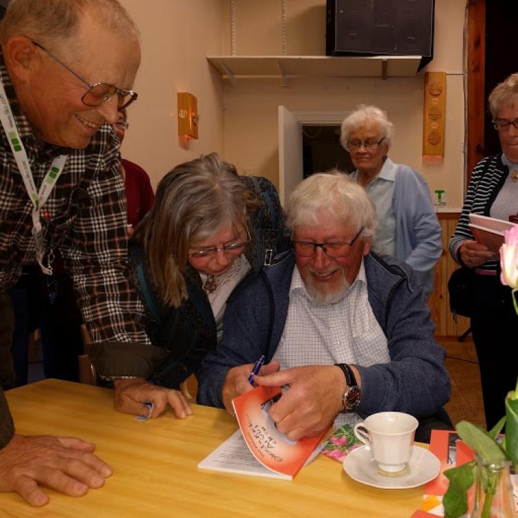 Sång och berättelser hos SPF Umeå Norra
