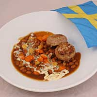 Getostfyllda lammfärsbiffar med bönor och rotfrukter i rosmarinsky samt vitlökscrème