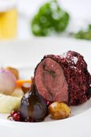 Björnstek rullad i vinbär med citron och örtpuré, smörkokta grönsaker och vinbärssky