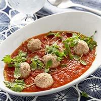 Tomatsoppa med kalvfrikadeller och örter