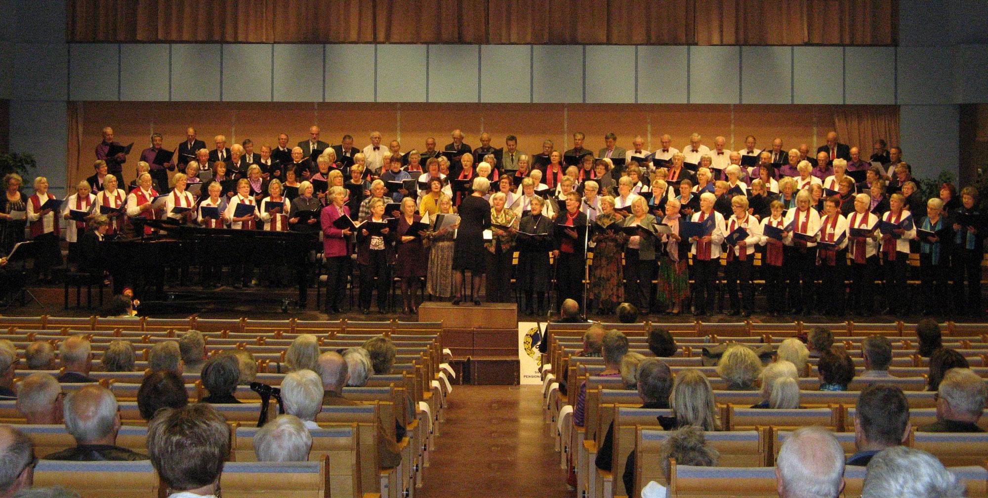 130 körsångare i Kristinehallen Falun