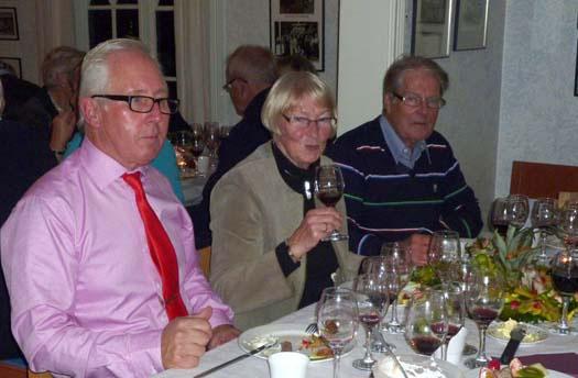 Fredagskväll med vinprovning och skratt