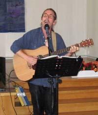 Roy Sällström sjöng och spelade