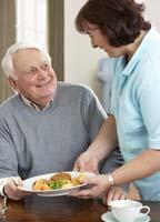 MP vill se lag om bemanning i äldrevården