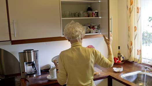 Pandemin stoppar hemtjänst åt äldre