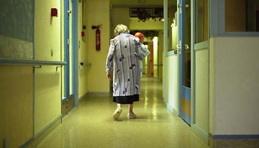 Demensboende lämnar sjuka ensamma nattetid