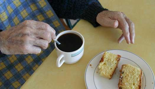 SPFs testpatrull: Maten på äldreboenden håller inte måttet