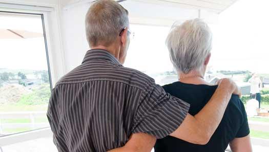 Äldre par får vänta på rätt att bo tillsammans