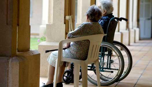 Så ska äldreomsorgen få tag i personal
