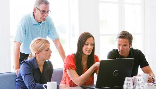 Äldre mentorer får unga att jobba kvar på mindre orter