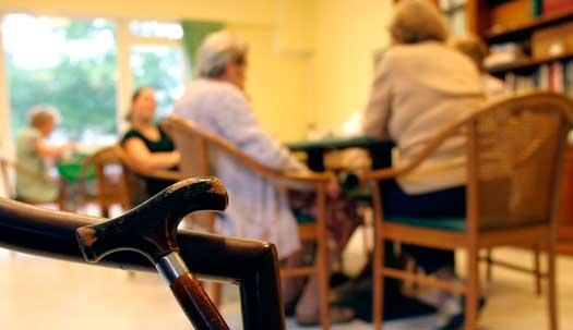 SKL kräver miljarder av regeringen för ökad bemanning vid demens