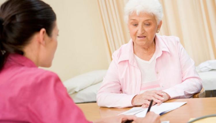 Vårdgivarna följer inte lagen – struntar i äldres rättigheter