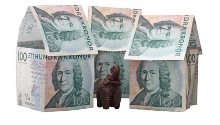 Basbeloppet hojs med 100 kronor