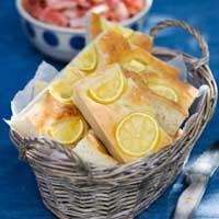 räkor med sallad och citronfocaccia, recept