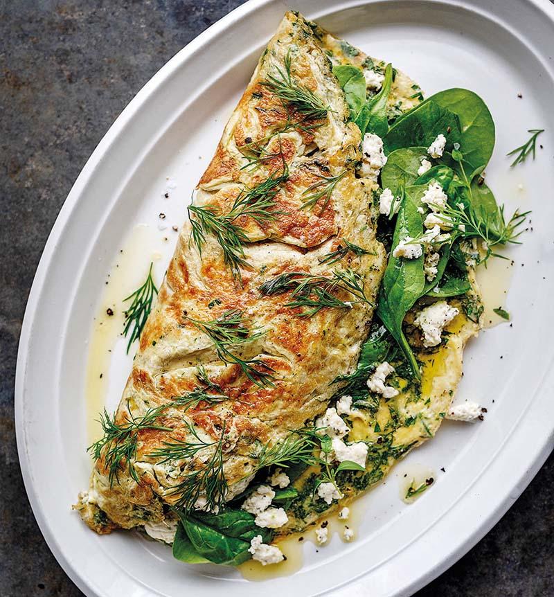 Omelett med spenat, färska örter & fetaost