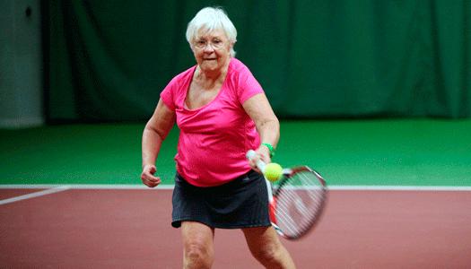 Aldrig för gammal för tennis