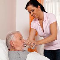 Allt fler äldre vårdas av anhöriga