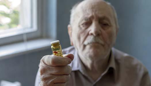 Koll på läkemedel fortsätter kämpa för äldre