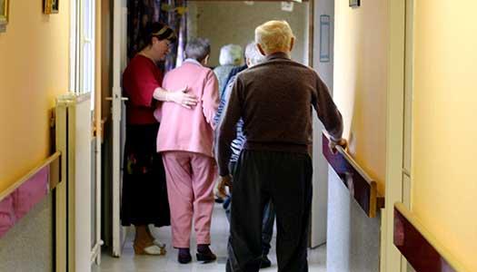 Svårt sjuka äldre måste vänta på mer personal