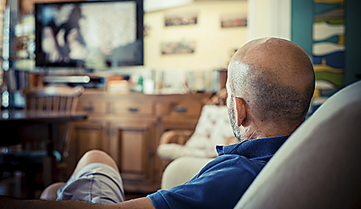 Avskaffa tv-avgift för pensionärer