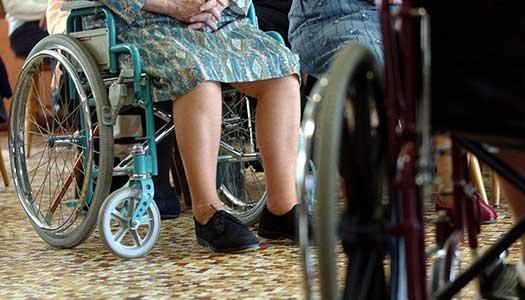 Äldre utsatta på boenden