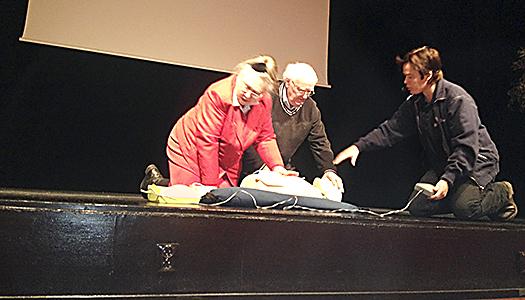 SPF Köpingshus tränar på hjärtstartare