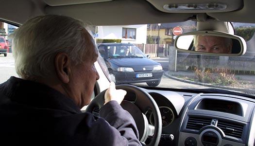 – Tiotusentals återkallade körkort räcker inte