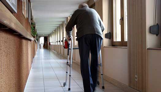Regeringen kan stoppa ökad bemanning i äldrevården