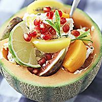 Fruktsallad i melonskål