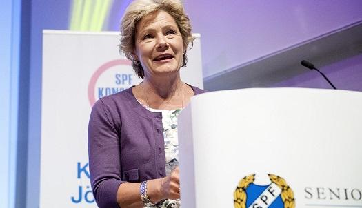 Maria Larsson öppnar för översyn av landstingen