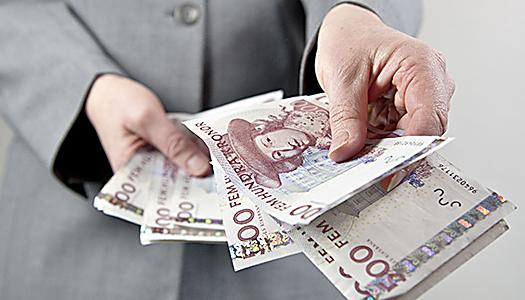 Inför en grundpension på 15 000 kr efter skatt