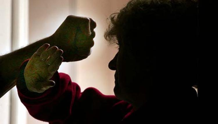Regeringen agerar mot äldrevåldet