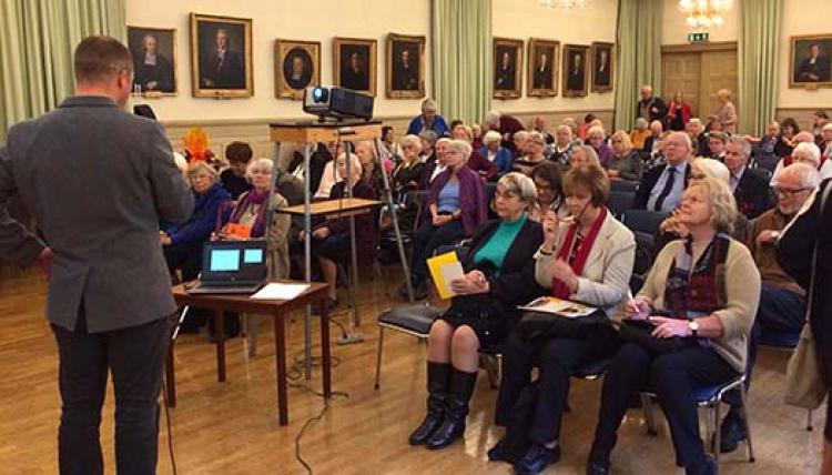 Boende glödhet fråga bland seniorer på Kungsholmen