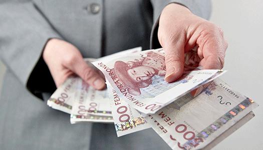 Riksdagen lyfter bankernas kontanthantering