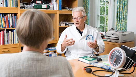 Ersätt stafettläkare med legitimerade sjuksköterskor