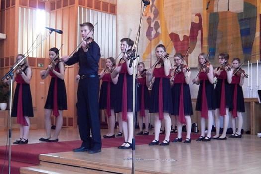 Stråkmusik med koreografi hos SPF Seniorerna Falun