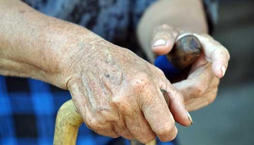 Vårbudgeten: Satsning på personal tas från äldreomsorgen