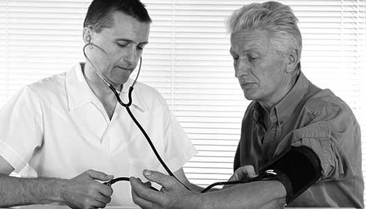 """Ålderismens fula ansikte"": Äldre med cancer får inte behandling"