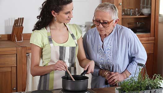 Mat och RUT ska ge Folkpartiet ny äldreprofil