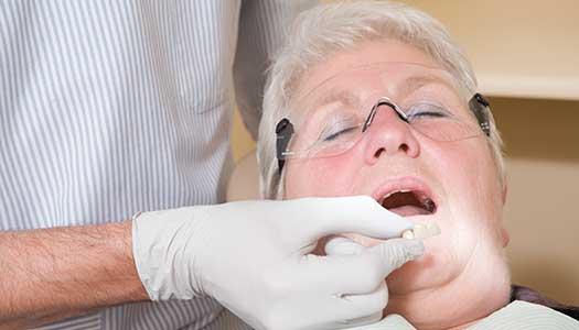 Äldre går miste om stöd till tandvård