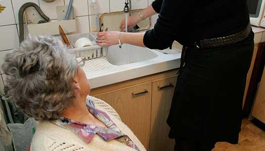 Det krävs omedelbara åtgärder för att skydda äldre äldre