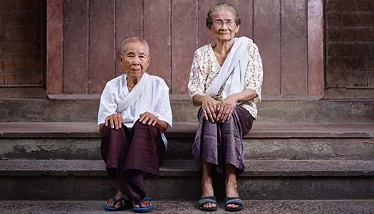 Varnar för ålderism när världens äldre blir fler
