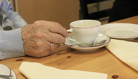 Seniorer i Örebro tvingar politiker tänka efter