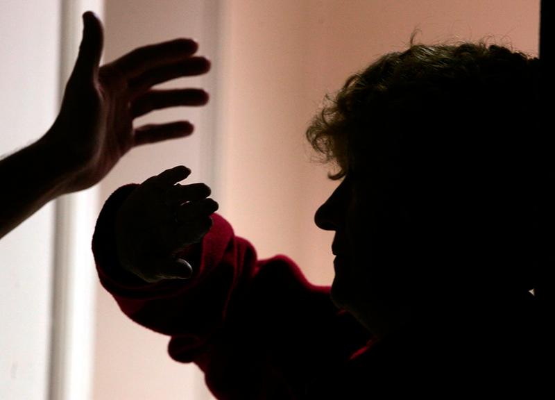 Samhällets ansvar när äldre kvinnor misshandlas
