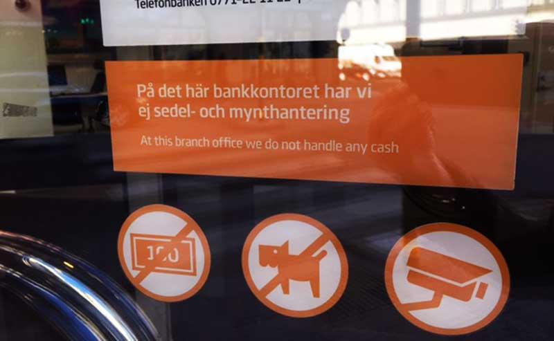 Kontanterna: Nu vill Riksbanken lagstifta